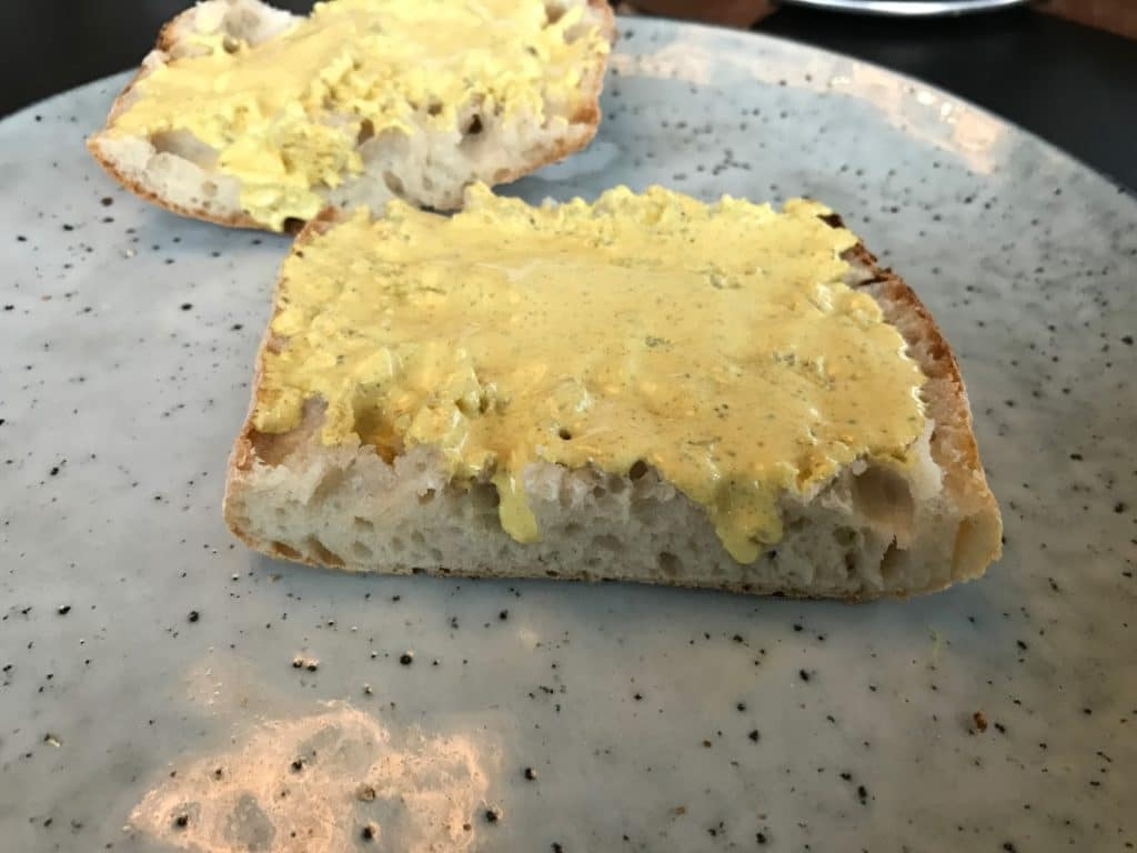 Brød med dressing opskrift Club sandwich med kylling og karrydressing  clubsandwich sådan laver du  lave din egen lækker lækre sandwich med kylling ciabatta ciabattabrød
