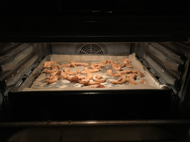 Flæskesværen i ovnen