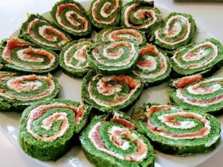 lakseroulade med spinat opskrift på roulade med laks og spinat hjemmelavet lakseroulade
