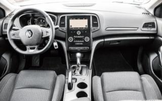 test anmeldelse pendlerbil mellemklasse renault megane sport tourer ST adaptiv fartpilot bose edition
