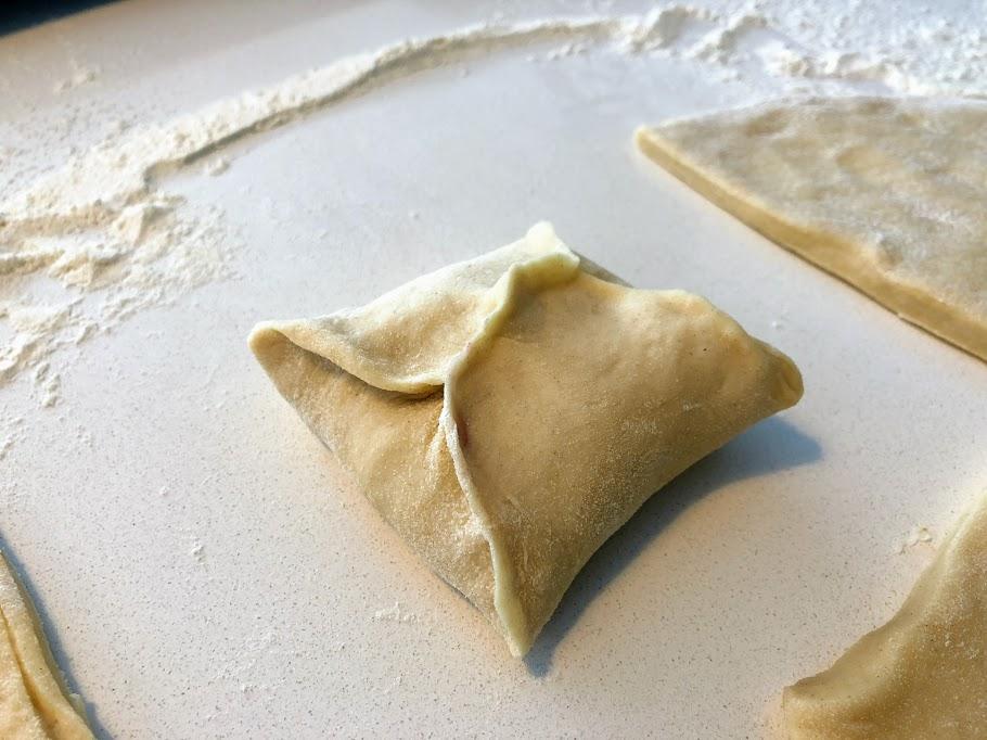 gammeldags fastelavnsboller opskrift på fastalavnsboller syltetøj hindbær creme vaniljecreme bagefast vanillecreme gode glasur