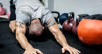 fjerne svedlugt i træningstøj fjern sådan fjerner man lugt i tøj rodalon eddike sportssko sko sure tæer