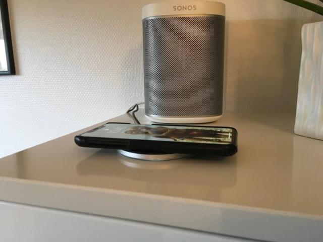 trådløs oplader opladning trådløst qi iPhone samsung til bilen i hjemmet lampe sengebord smartphone bedste