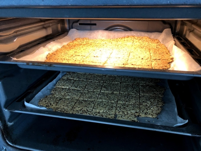 ingredienser hvad skal der til at lave hjemmelavede knækbrød opskrift på knækbrød hjemmelavet