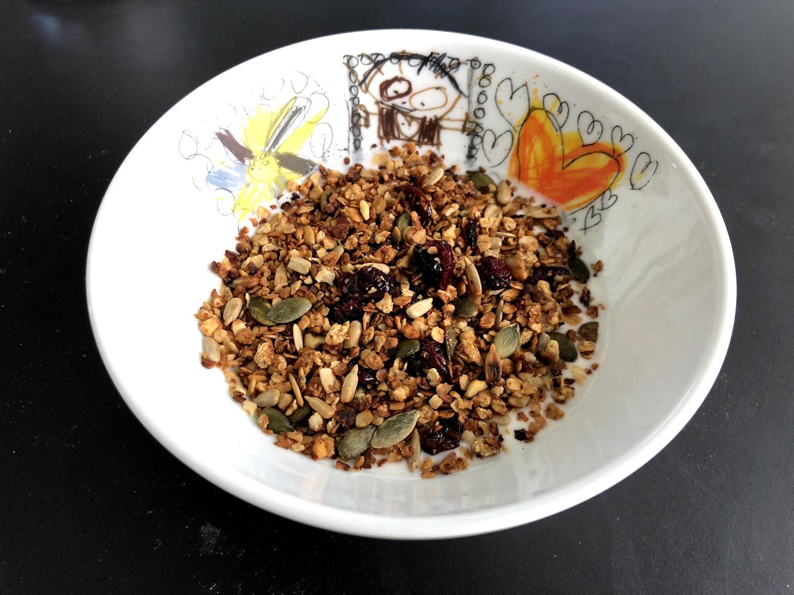 hjemmelavet mysli honningristet havregryns crunch smør græskarkerner solsikkekerner opskrift sådan laver du hvordan havregryn koldskålscrunch drys krunch mandler græskarkerner solsikkerkerne god bedste