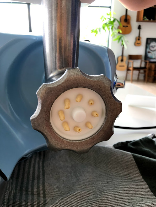 test af ankarsrum assistent anmeldelse ankersrum assistenten køkkenmaskine røremaskine dejrøre er den god ekstraudstyr køb hjemmelavet pasta