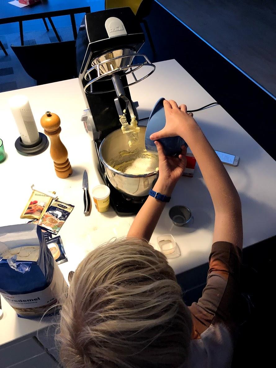 opskrift pebernødder jul lyse brune pebernødder børne børnevenlig børn bedste opskrift på pebernød kagedåse hvor længe kan du opbevares hvordan laver man brune opskriften