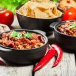chili con carne god opskrift på hjemmelavet chilli skært oksekød kalvekød svinekød chokolade tilbehør mexicansk spansk lækkert ret