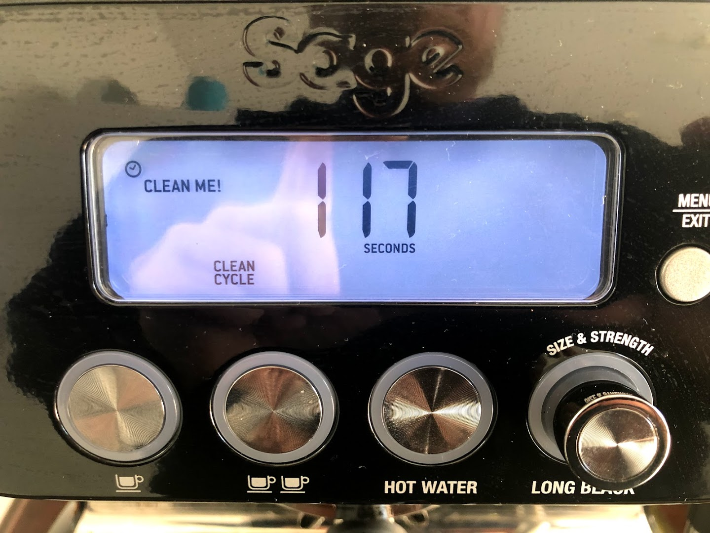 test sage oracle anmeldelse af sage the oracle touch bedste espresso espressomaskine fuldautomatisk semiautomatisk god kaffe maskine automatisk mælkesteamer portafilter knockbox afkalkning descale descaler afkalker