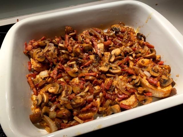 opskrift koteletter i fad kotteletter kodeletter kotelletter i sauce cocktailpølser opskrift på flødesauce sauce bacon ris