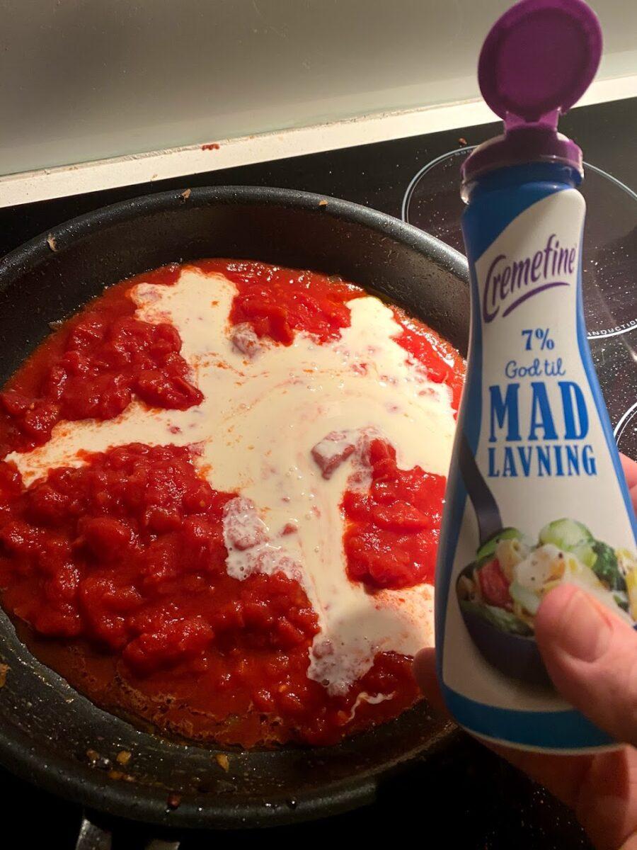 opskrift koteletter i fad creme fine kotteletter kodeletter kotelletter i sauce cocktailpølser opskrift på flødesauce sauce bacon ris