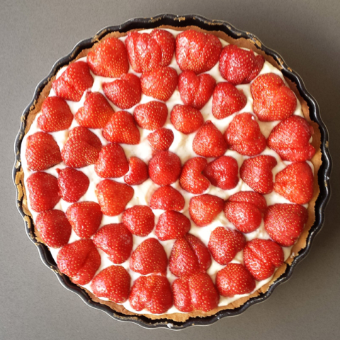 jordbærtærte opskrift på hjemmelavet jordbærkage med chokolade bund
