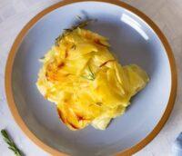 flødekartofler verdens bedste opskrift løg porre porrer muskatnød muskat peber sådan laver du hvordan laver man flødekartoffel i ovnen bagt