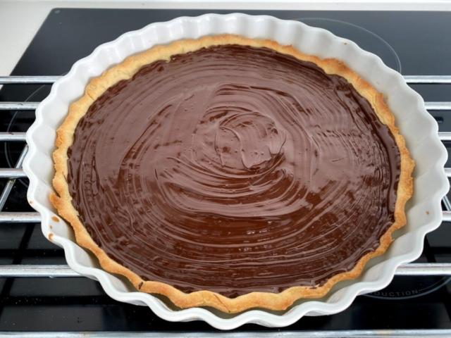 jordbærtærte med mørdejsbund og chokoladeovertræk chokolade mørdej creme vaniljecreme opskrift på jordbærkage