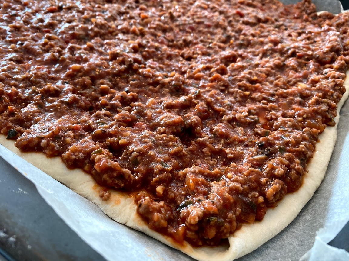 opskrift gammeldags pizza i bradepande med høj bund tyk kødsauce majs 90er 80er bradepande pizza