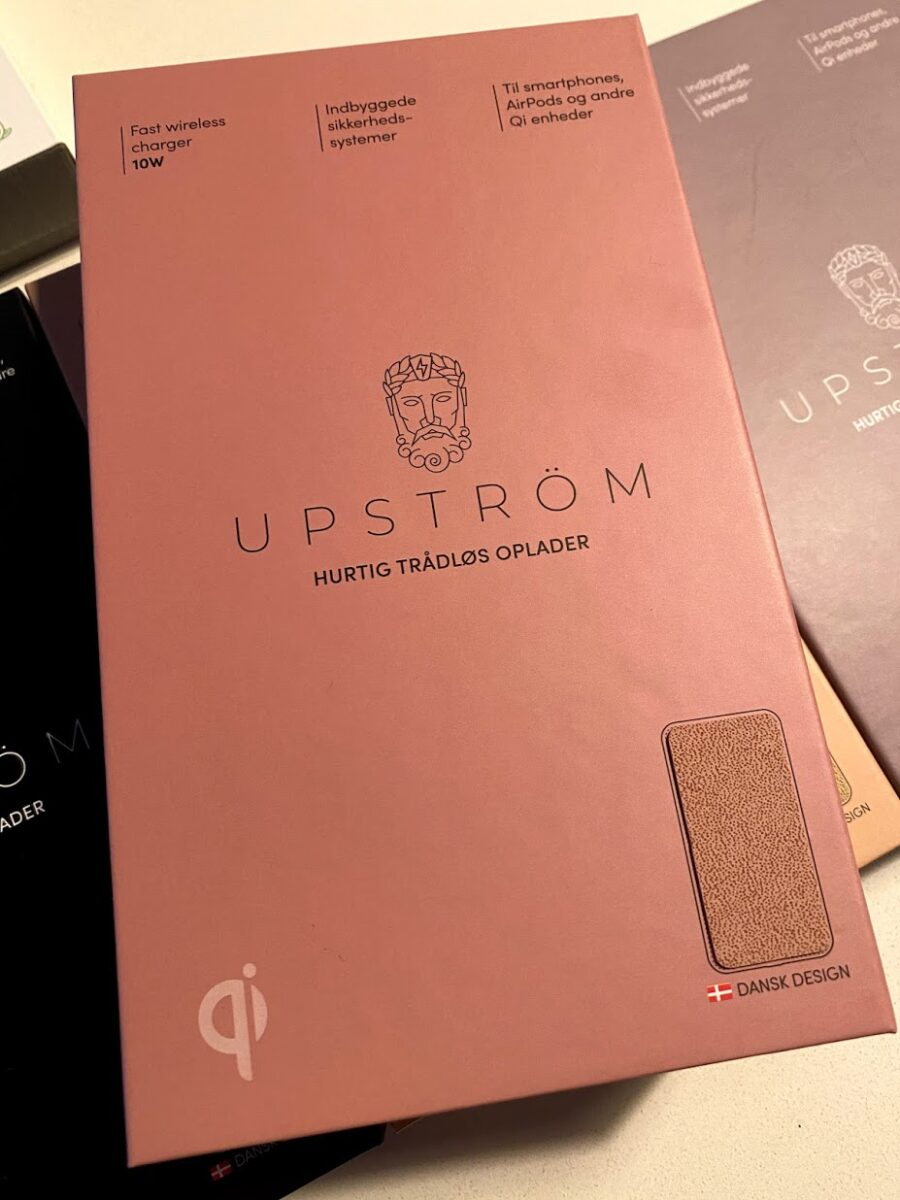 upström upstrøm upstrom oplader trådløs wireless charging iphone android samsung smartphone faux leather