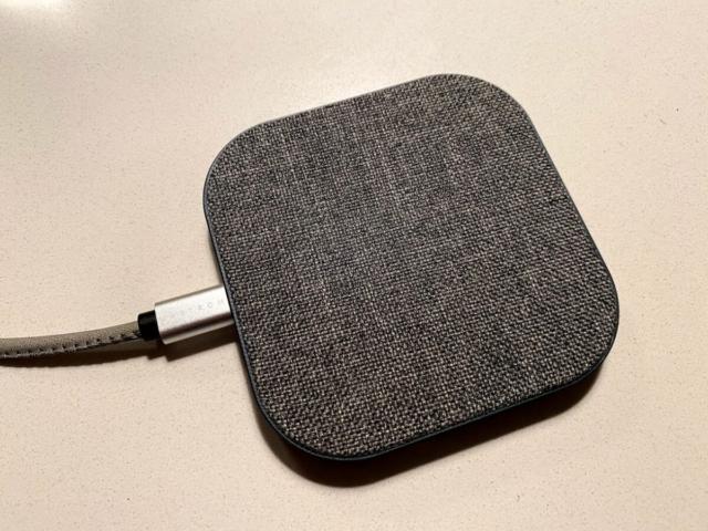 upström upstrøm upstrom oplader trådløs wireless charging iphone android samsung smartphone faux leather