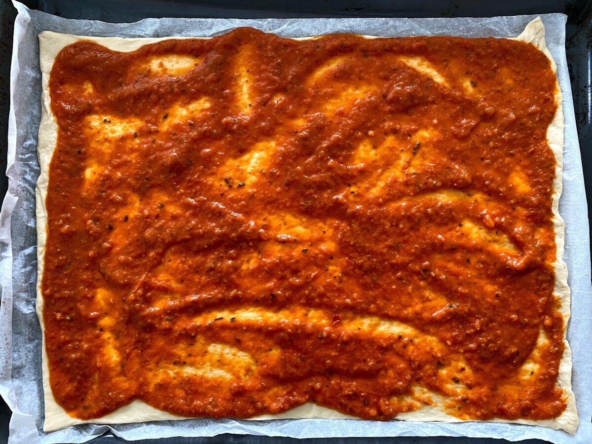 opskrift tomatsauce hjemmelavet god med chili og oregano basilikum timian pizza pastaret pasta spaghetti