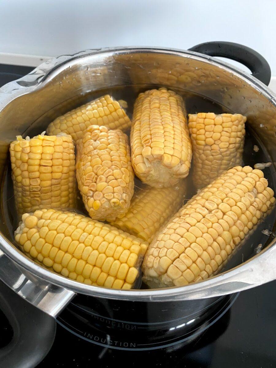 majskolber kogte majs med salt og smør opskrift kogetid hvor længe skal de koge hvordan laver man