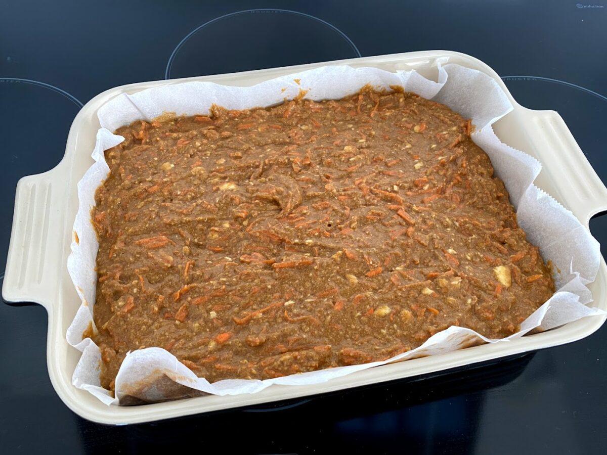 gulerodskage med hvid topping creme smørcreme flødeost ostecreme kanelkage gulerødder kanel brun farin