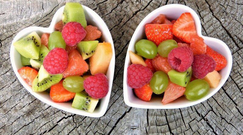 vitaminer kilder til vitamin a b d c jern zink b12 folinsyre hvor får man hvilke råvarer giver finder man vitaminerne i indeholder
