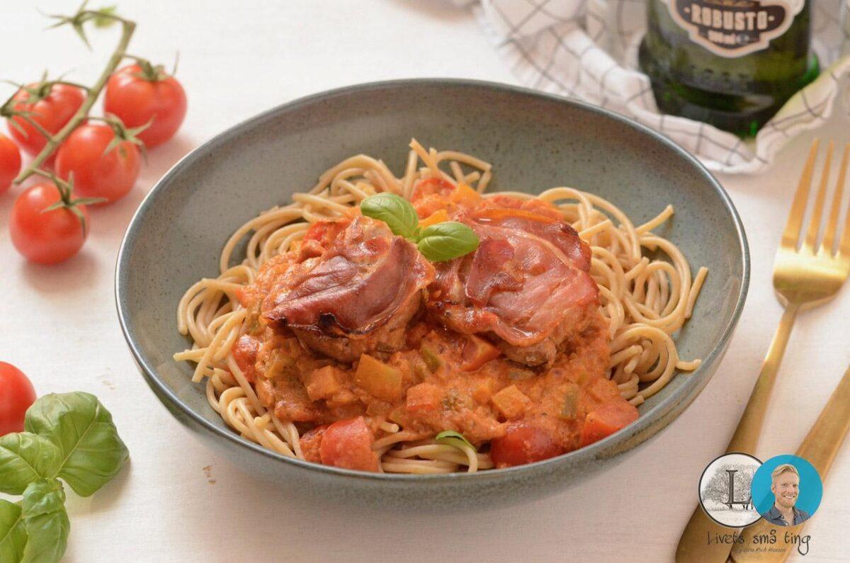 mørbrad i fad flødesauce opskrift mørbradbøf i tomatsauce pasta spaghetti spagetthi