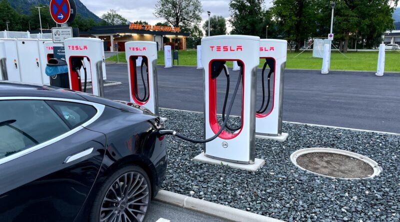 tesla supercharger Tur til toscana i en Tesla model s 3 x y italien lucca pisa firenze