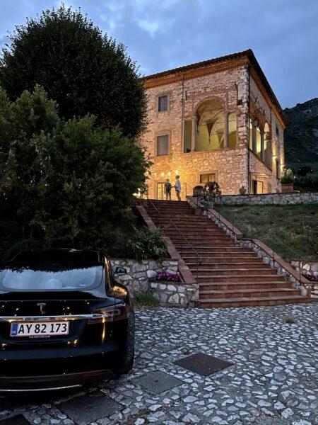 tesla supercharger Tur til toscana i en Tesla model s 3 x y italien lucca pisa firenze supercharging supercharger opladning lade elbil